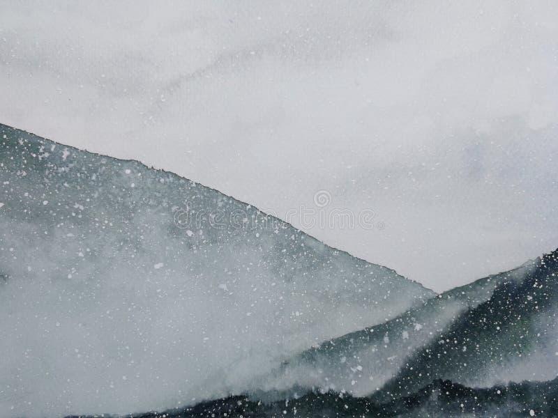 Umfassten asiatische Kunstberge der Aquarellmalerei Schneefall mit Nebel in der Wintersaison lizenzfreie abbildung