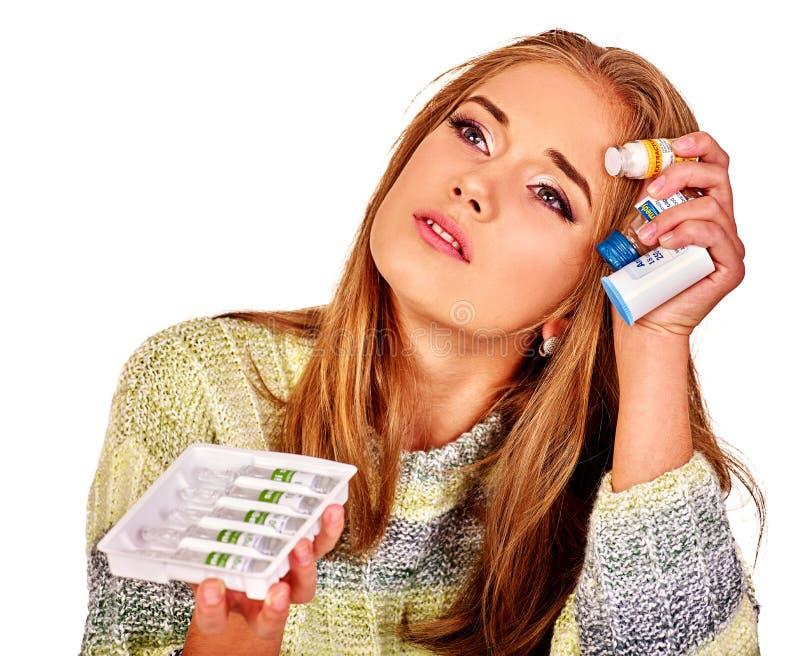 Umgekippte Frauen Die Gründe sind möglicherweise unterschiedlich colds lizenzfreie stockbilder