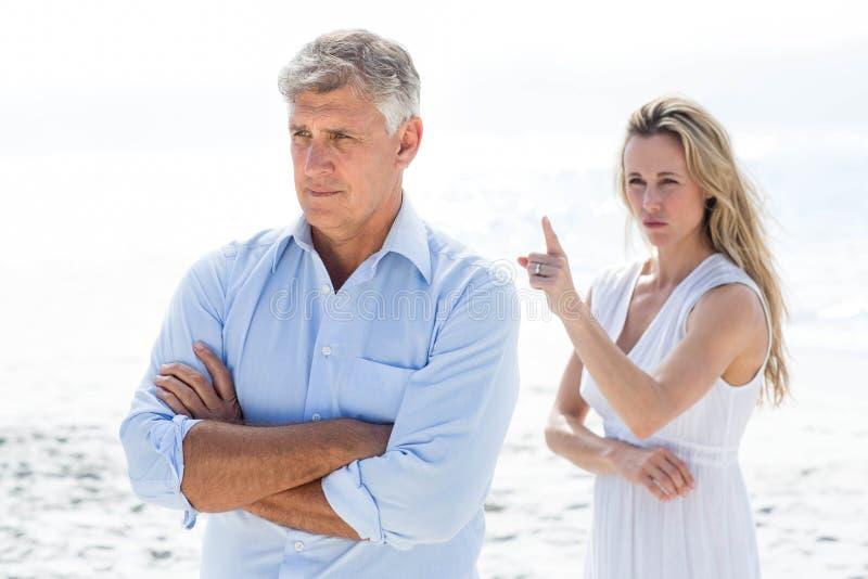 Umgekippte Paare, die einen Widerspruch haben lizenzfreies stockfoto