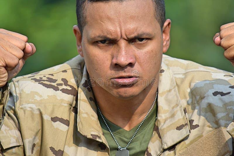 Umgekippter männlicher Soldat stockfotos