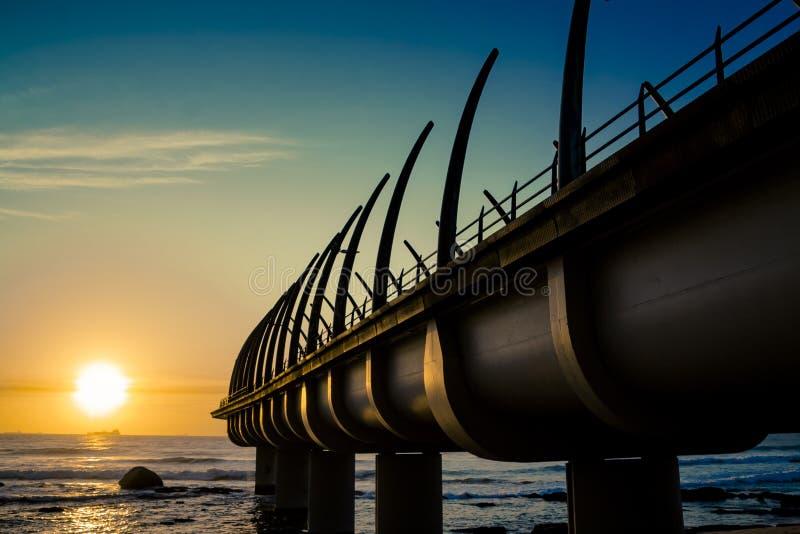 Umhlanga Pier In Durban South Africa med soluppgång arkivbilder