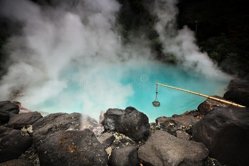 Umi-jigoku (a k a Inferno del mare), Beppu, Kyushu, Giappone immagini stock libere da diritti