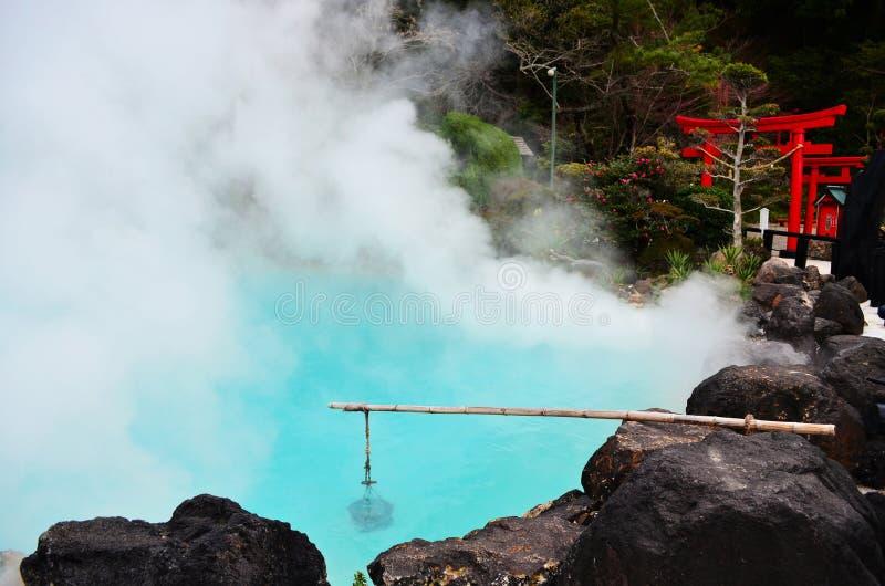 Umi Jigoku ou mola quente azul em Beppu imagens de stock