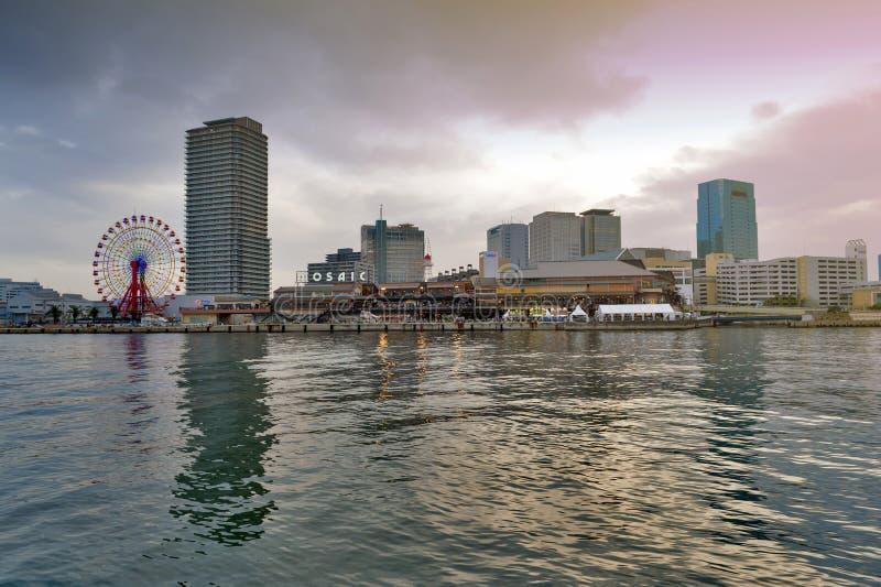 Umie mosaisk Kobe Harborland shoppinggalleria och nöjesfält på strand på port av Kobe, Hyogo prefektur, Japan fotografering för bildbyråer