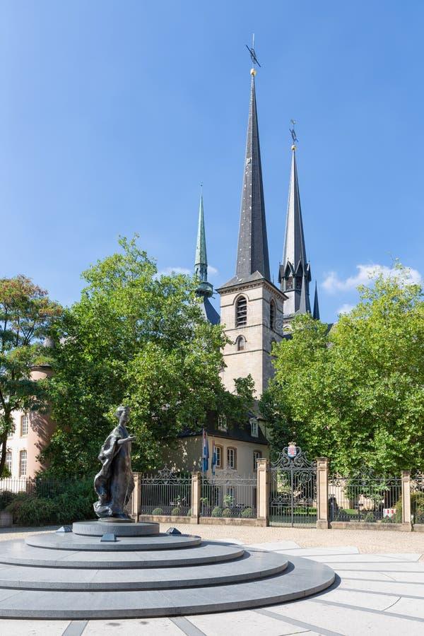 Umieszcza De Clairefontaine Luksemburg miasto z zabytkiem i katedrą obraz royalty free