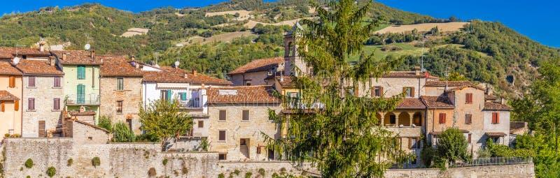 Umieszczający domy na antycznych warownych ramparts obrazy stock