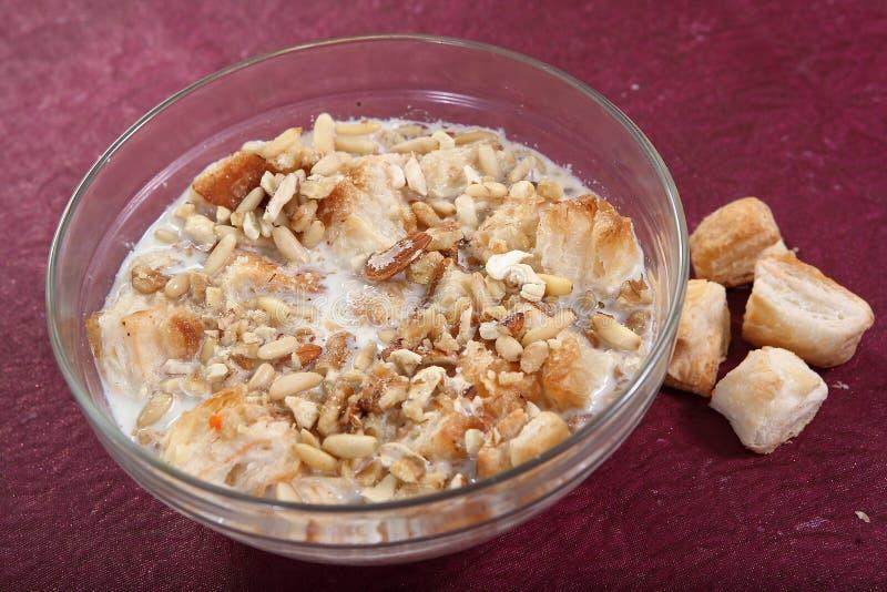 Umm Ali, sobremesa doce egípcia da pastelaria, pudim do pão, fotografia de stock