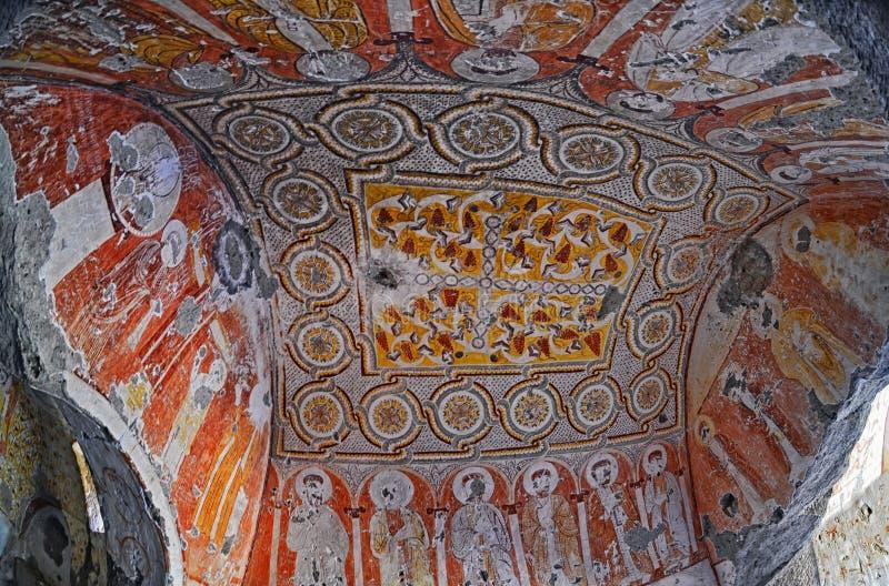 Ummauern Sie Kunst von alten Freskos und von Wandgemälden in den Untertagehöhlenkirchen von Cappadocia stockbild