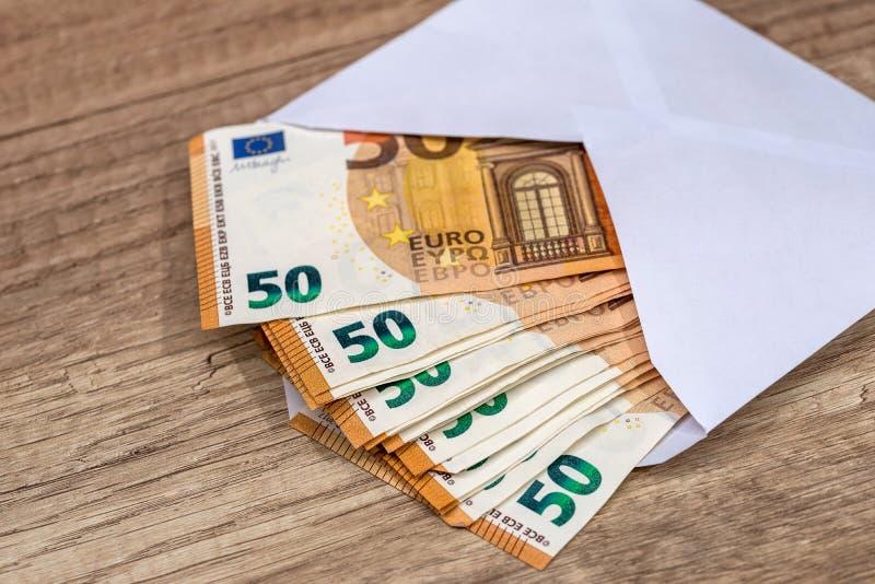 Umschlag mit Eurobanknoten lizenzfreie stockbilder