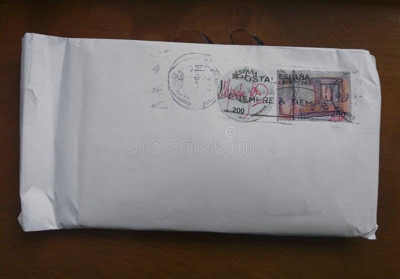 Umschlag mit zwei Stempeln gedruckt in Spanien lizenzfreie stockfotografie