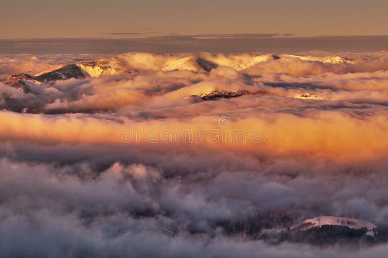 Umstellung über Bergen Velka Fatra stockbild
