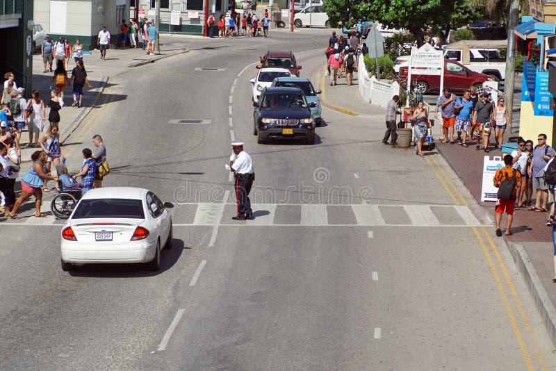 Umundurowany funkcjonariusz policji na Uroczystym kajmanie obrazy stock