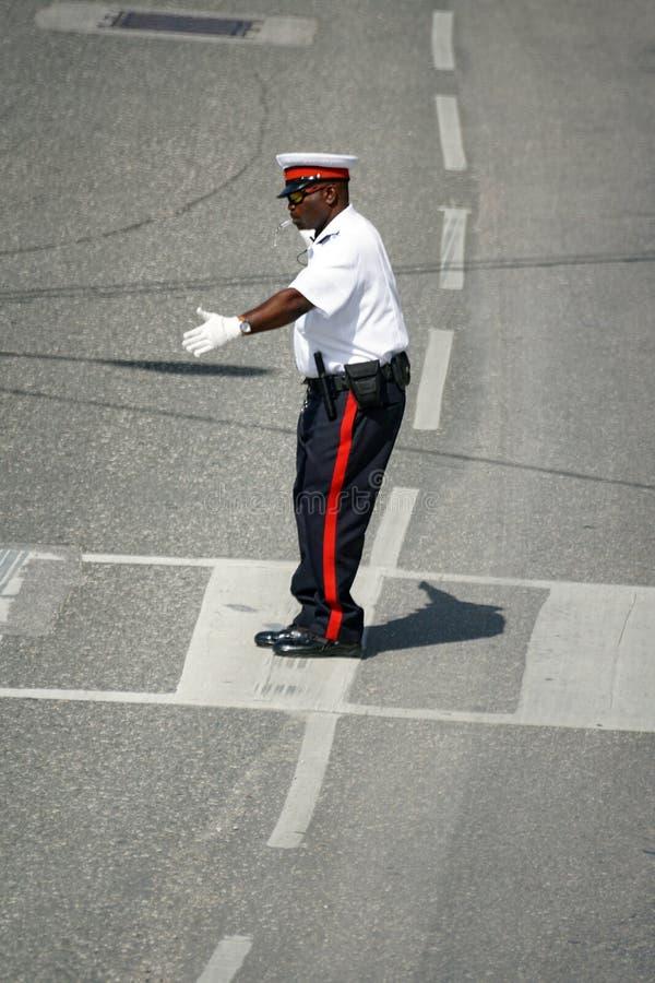 Umundurowany funkcjonariusz policji na Uroczystym kajmanie zdjęcie royalty free