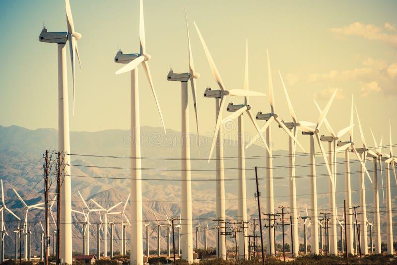 Umwandlung von Wind-Energie stockfotos