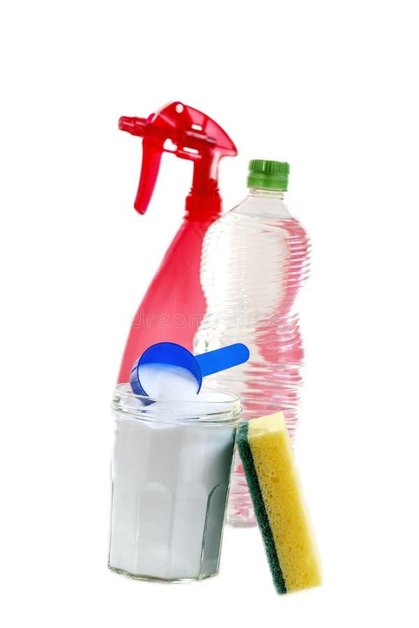 Umweltfreundliche natürliche Reiniger Backnatron, Zitrone und Stoff auf weißem Hintergrund, stockfotos