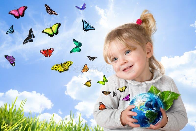 Umweltkonzept mit kleinem Kind stockfoto