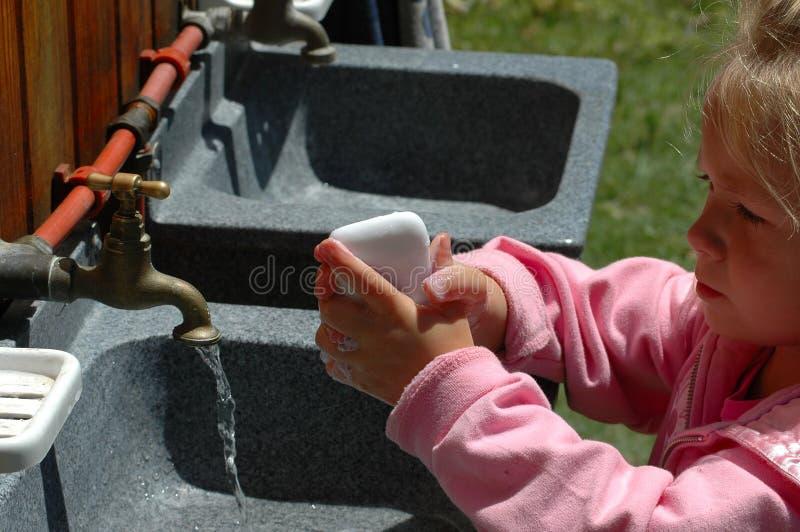 Download Umyj ręce zdjęcie stock. Obraz złożonej z blondyny, edukacja - 1448936