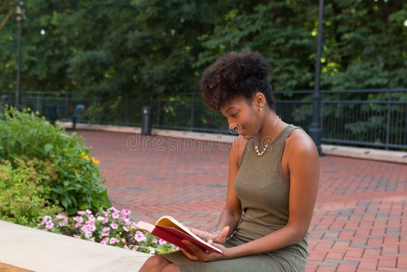 Un étudiant universitaire photo libre de droits
