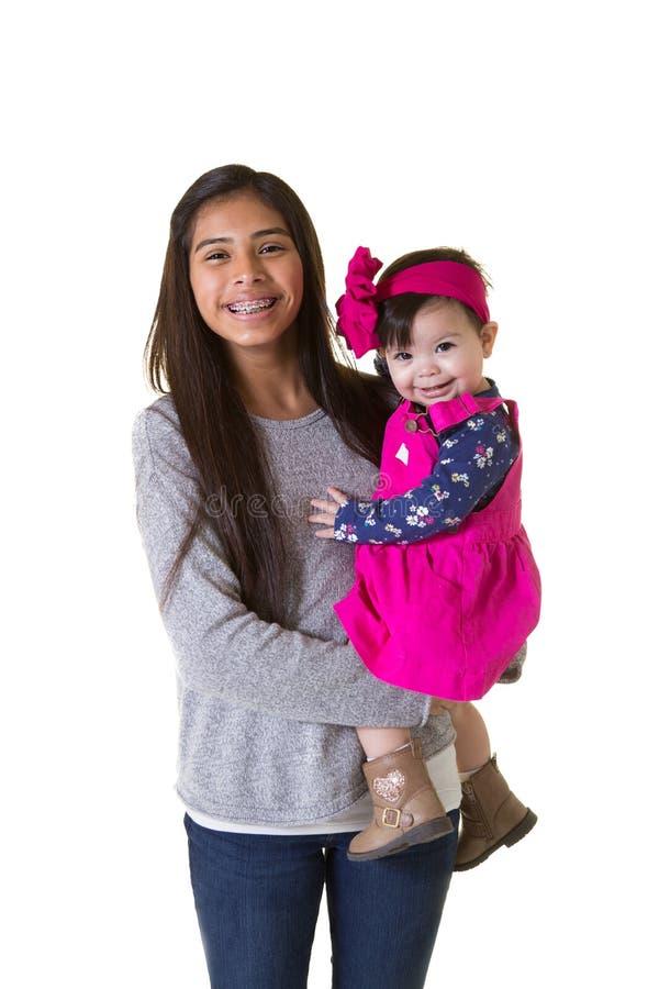 Un adolescente y su hermana del bebé fotografía de archivo