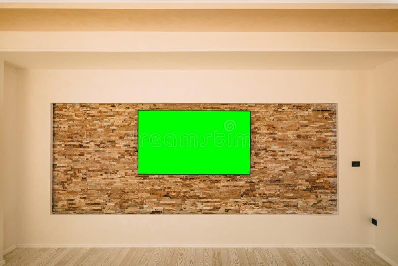 Un affichage à cristaux liquides moderne TV avec accrocher vert d'écran photographie stock libre de droits
