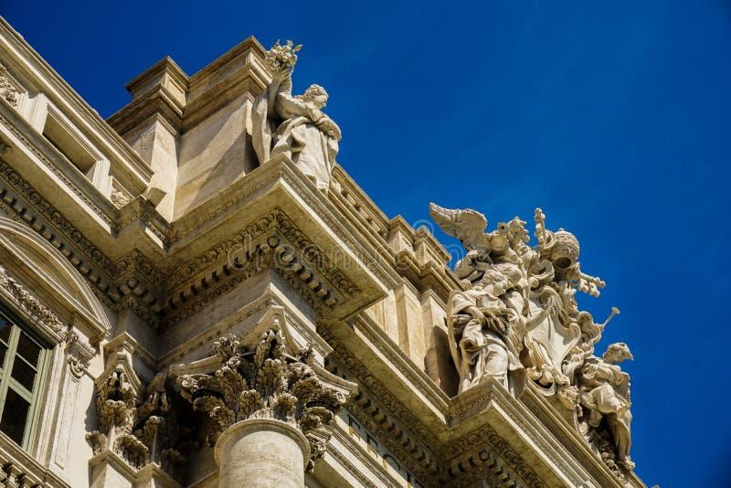 Un'altra prospettiva di Fontana di Trevi - Roma - l'Italia immagini stock libere da diritti
