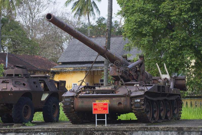 Un Américain 175 millimètres d'installation autopropulsée d'artillerie dans le musée de ville de Hue vietnam photo libre de droits