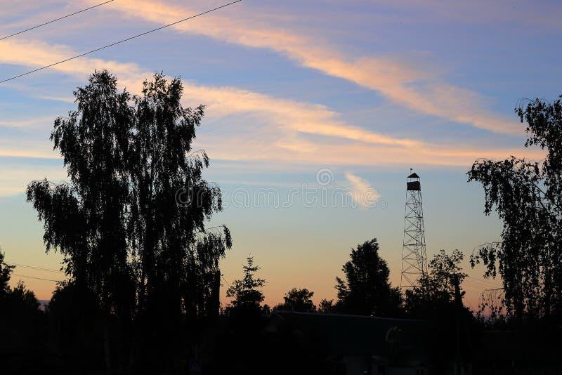 Un amanecer hermoso en el pueblo foto de archivo libre de regalías