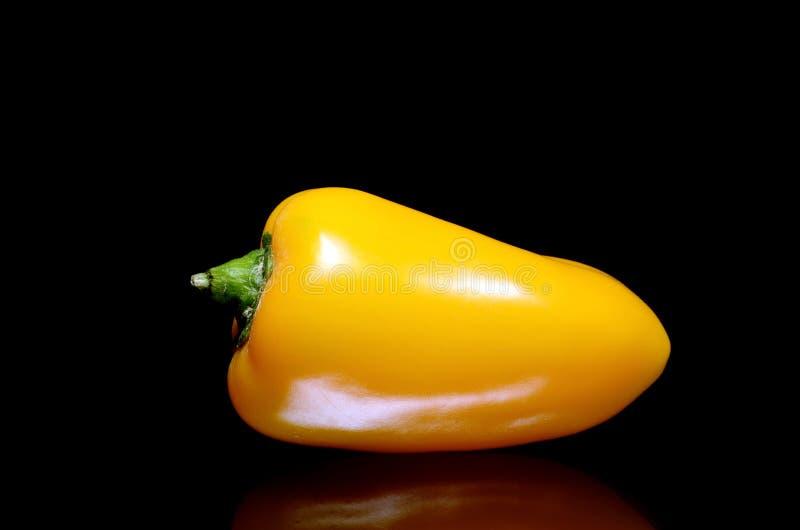 Un amarillo sazona con pimienta