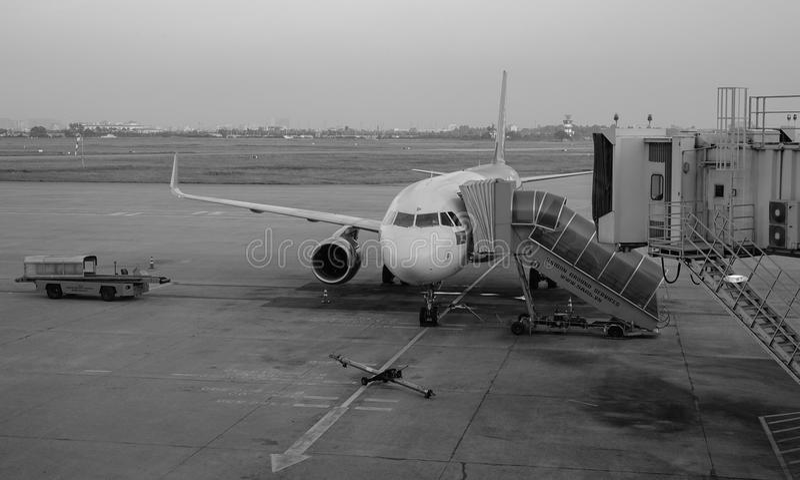Un amarrage civil d'avion à l'aéroport de Changi à Singapour image libre de droits