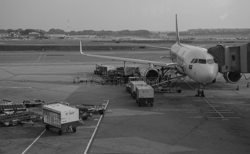 Un amarrage d'avion à l'aéroport à Danang, Vietnam photographie stock