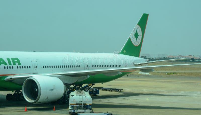Un amarrage d'avion d'EVA à l'aéroport à Hanoï, Vietnam photographie stock libre de droits
