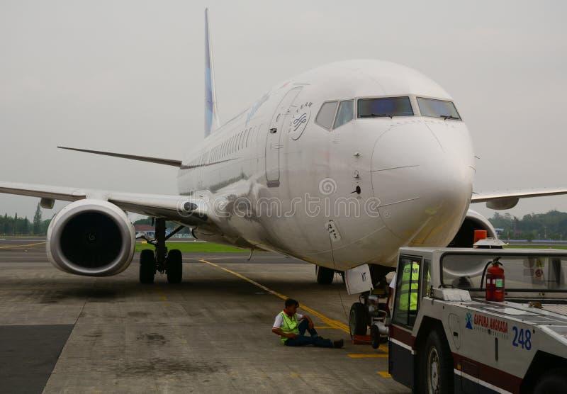 Un amarrage plat civil à l'aéroport de Jogja en Indonésie image stock