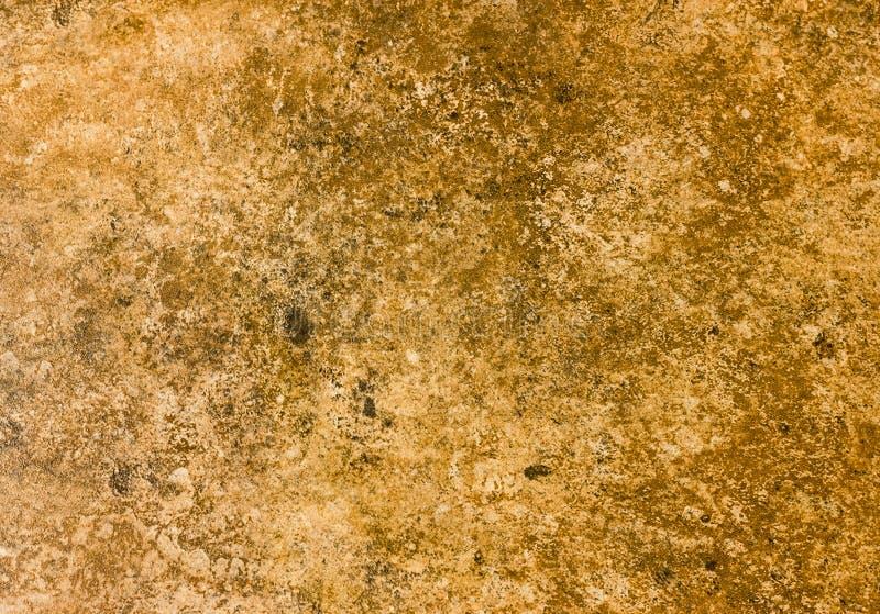 Un ambiente natural admitido piedra marrón-anaranjada imagen de archivo libre de regalías