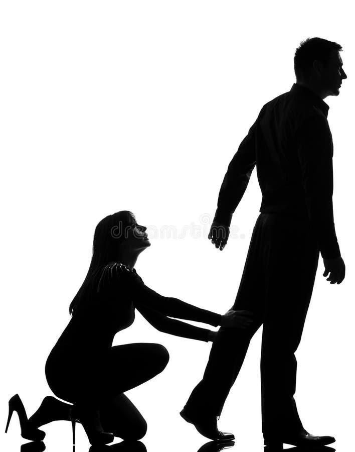Un'andare dell'uomo di disputa delle coppie e holding della donna fotografia stock