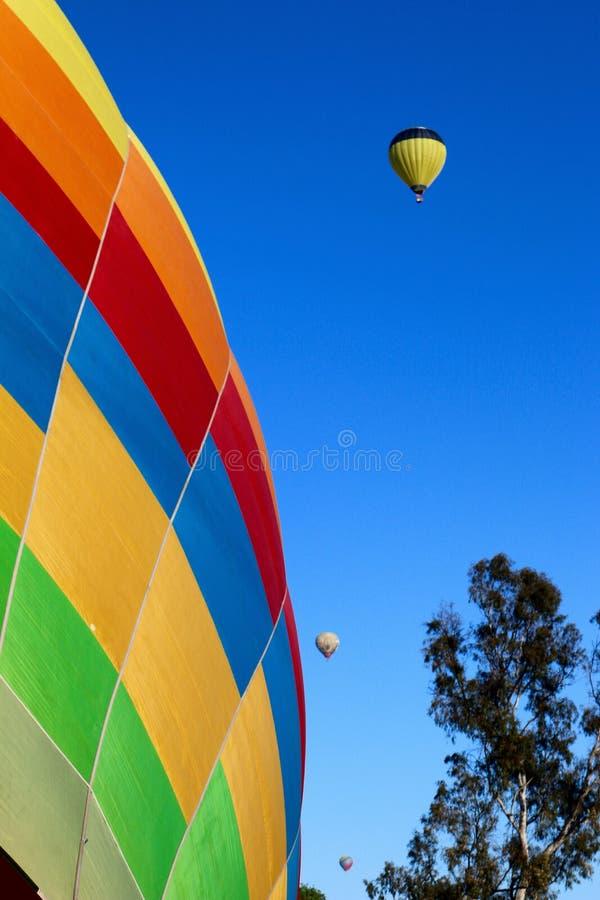 Un angolo astratto delle mongolfiere variopinte fotografie stock