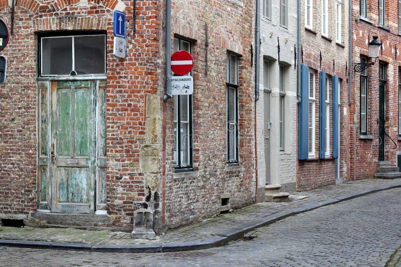 Un angolo di strada a Bruges immagine stock