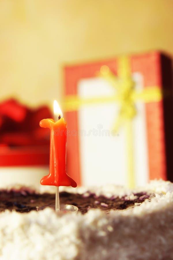 Un anno Torta di compleanno con la candela burning fotografia stock libera da diritti