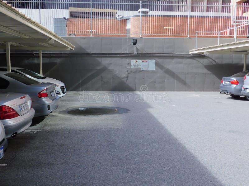 Un aparcamiento en el medio de la ciudad de Perth fotos de archivo libres de regalías