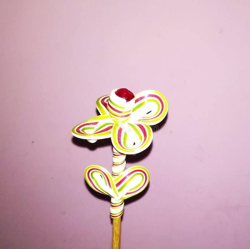 Un'arte molto bella fatta dallo zucchero candito di forma del fiore illustrazione vettoriale