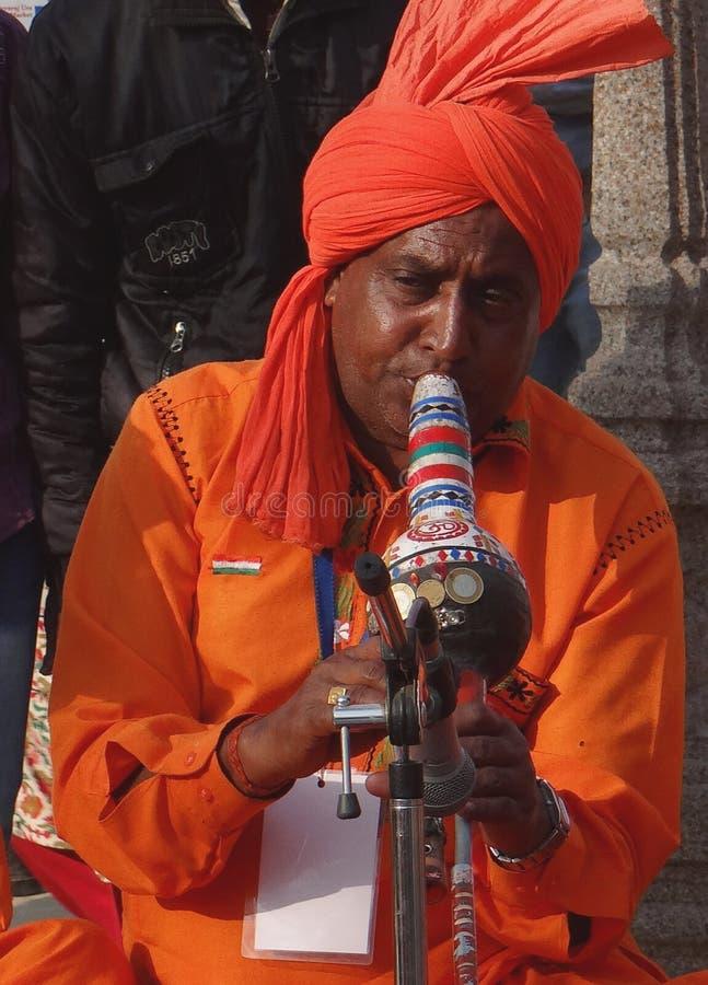 Un artiste tribal d'étape photo stock