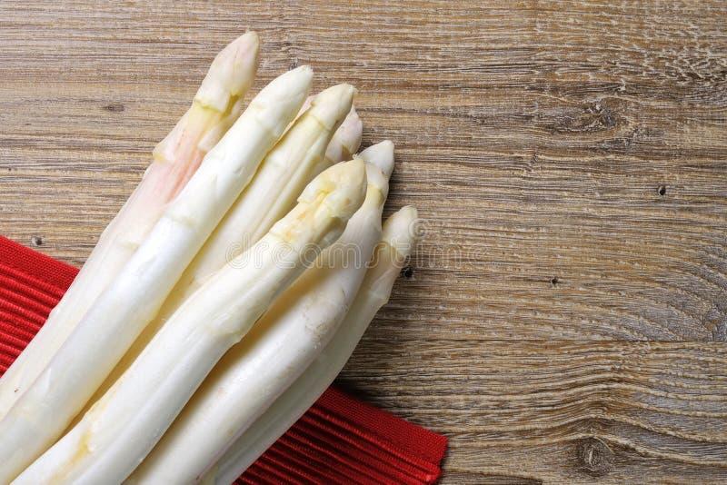 Un asparago di bianco del mazzo fotografia stock