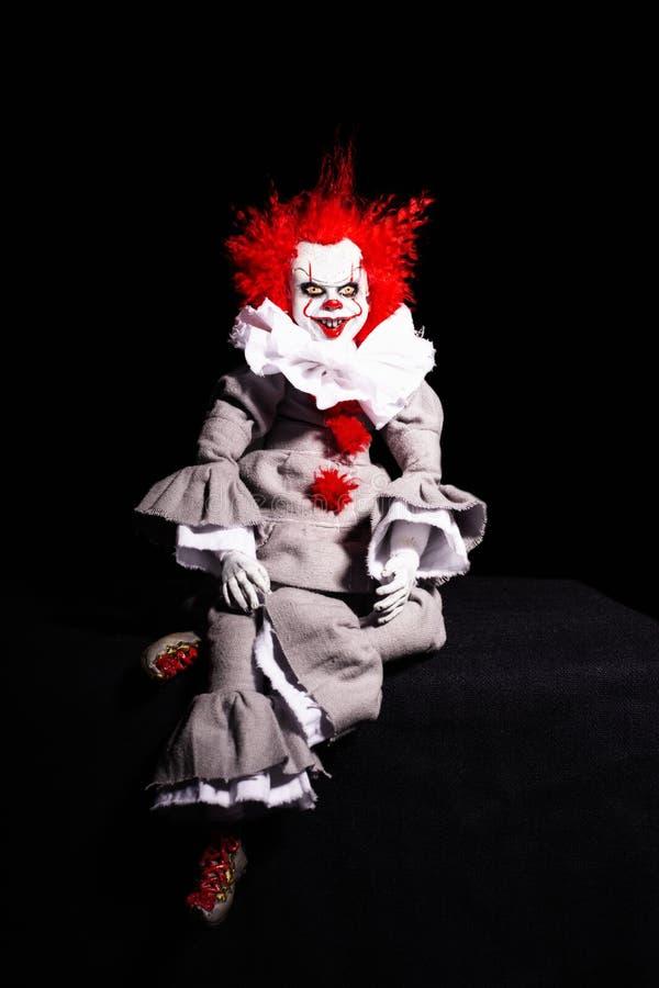 Un assassino di clown spaventoso su uno sfondo nero orrore concetto di Halloween aspetto inquietante immagini stock libere da diritti