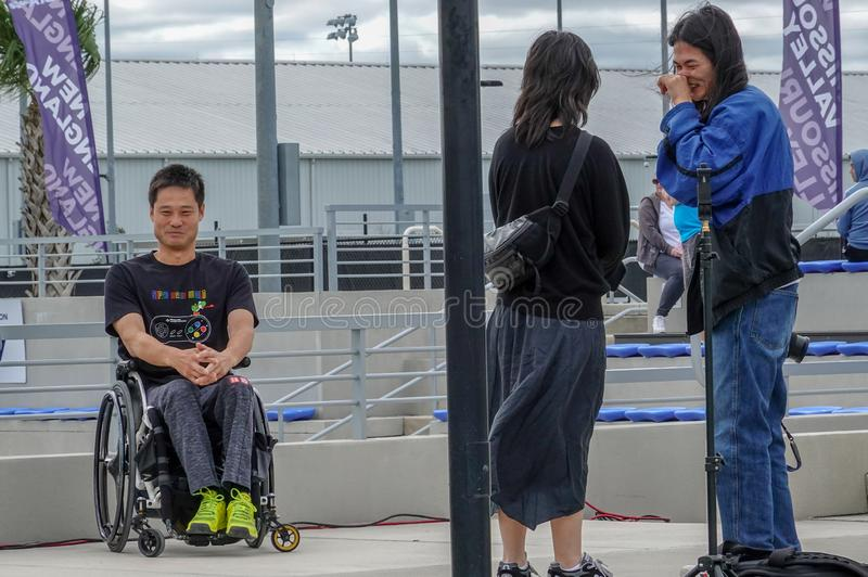 Un atleta da tennis disabile con la sua foto scattata davanti a un tribunale USTA della United States Tennis Association a Orland fotografia stock