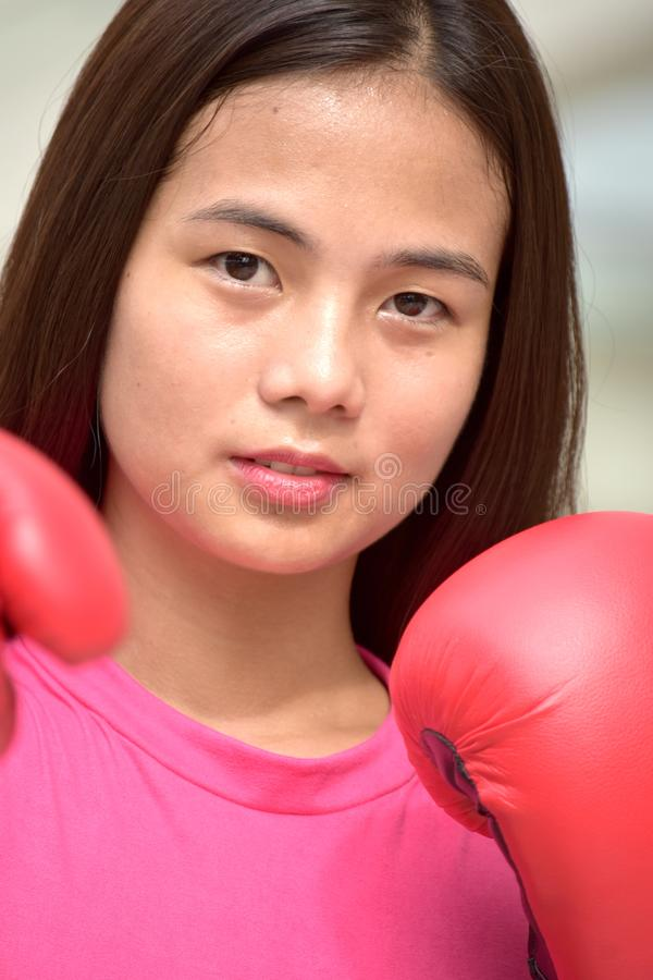 Un atleta de sexo femenino serio imagenes de archivo
