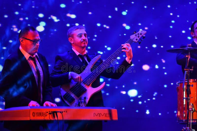 Un'atmosfera e una banda generali in scena durante il grande concerto dei premi 2016 di musica di Apple fotografie stock libere da diritti