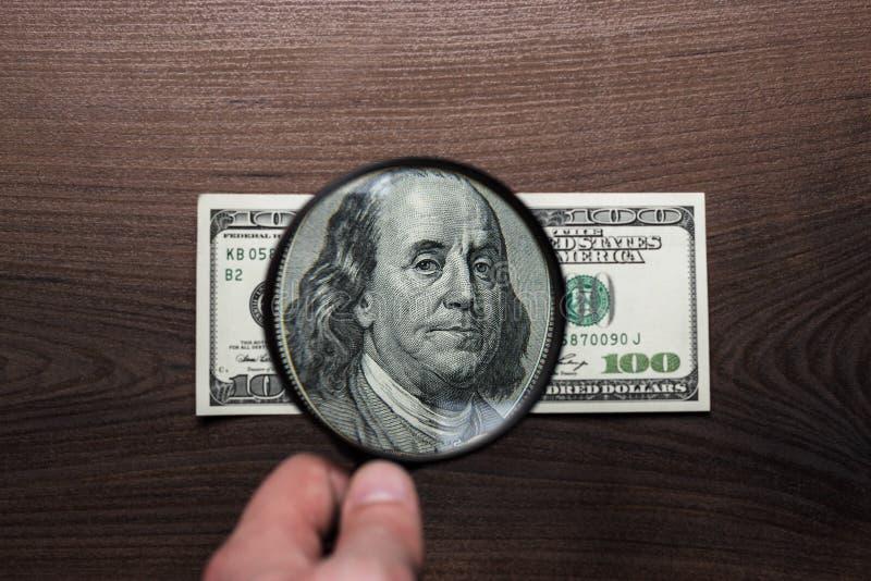 Cento dollari di autenticazione della banconota fotografia stock