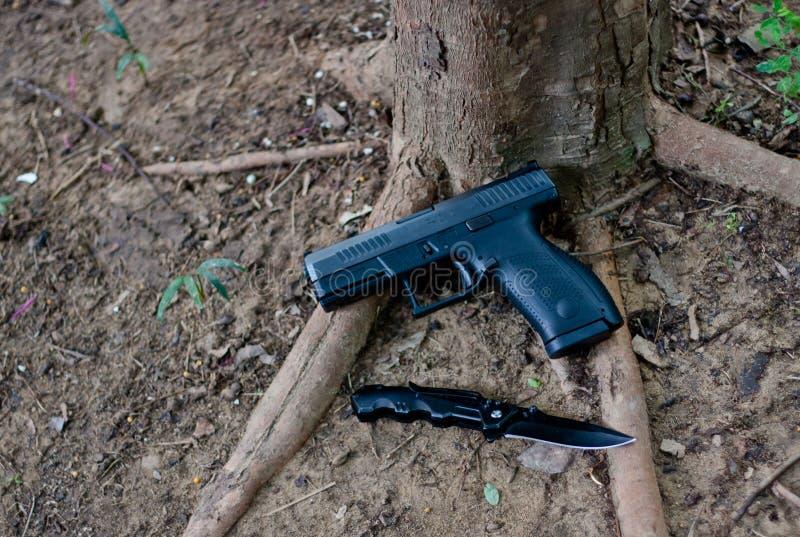 Un'auto dei semi una pistola da 9 millimetri, percussore del ` s ha infornato le pistole con il corpo del polimero in cui è legge fotografia stock