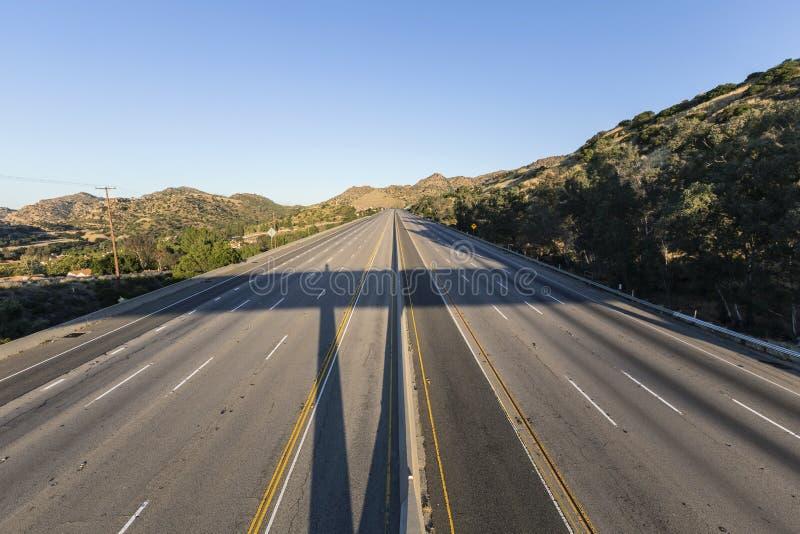 Un'autostrada senza pedaggio chiusa di dieci vicoli fotografie stock libere da diritti