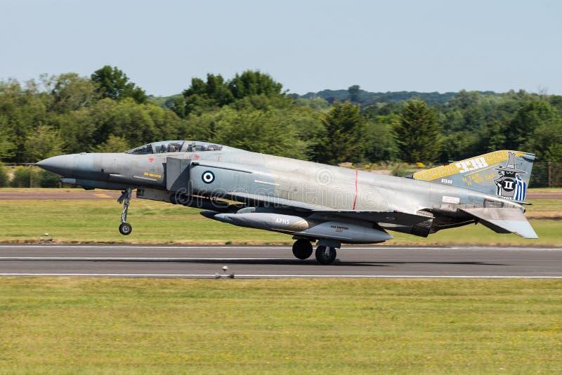Un avión de combate del fantasma II de F-4E de la fuerza aérea helénica imágenes de archivo libres de regalías
