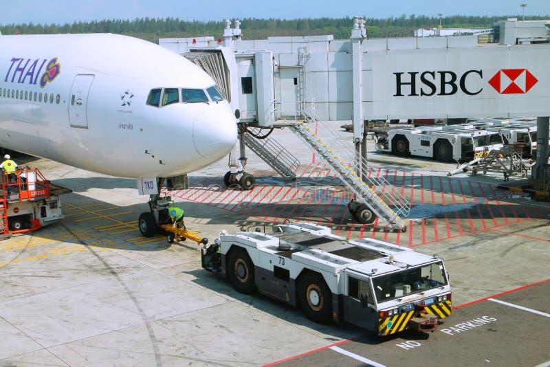 Un avión en el aeropuerto foto de archivo libre de regalías